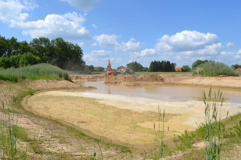 In einer Sandgrube bei Schnackenburg-Gummern wurde eine Sandsackfüllstation eingerichtet.